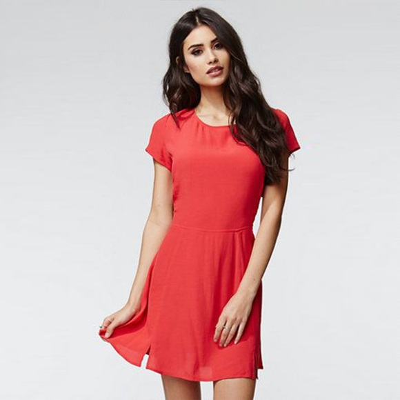 Kendall & Kylie Dresses & Skirts - 💝 Kendall & Kylie Fit & Flare Cutout Dress